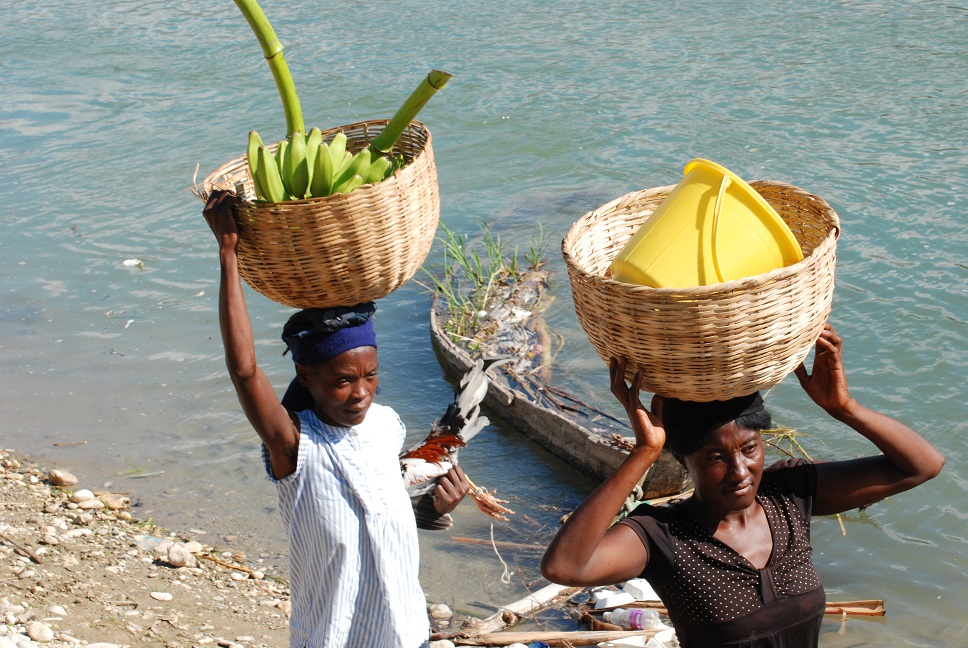 Haitian women after crossing Artibonite river