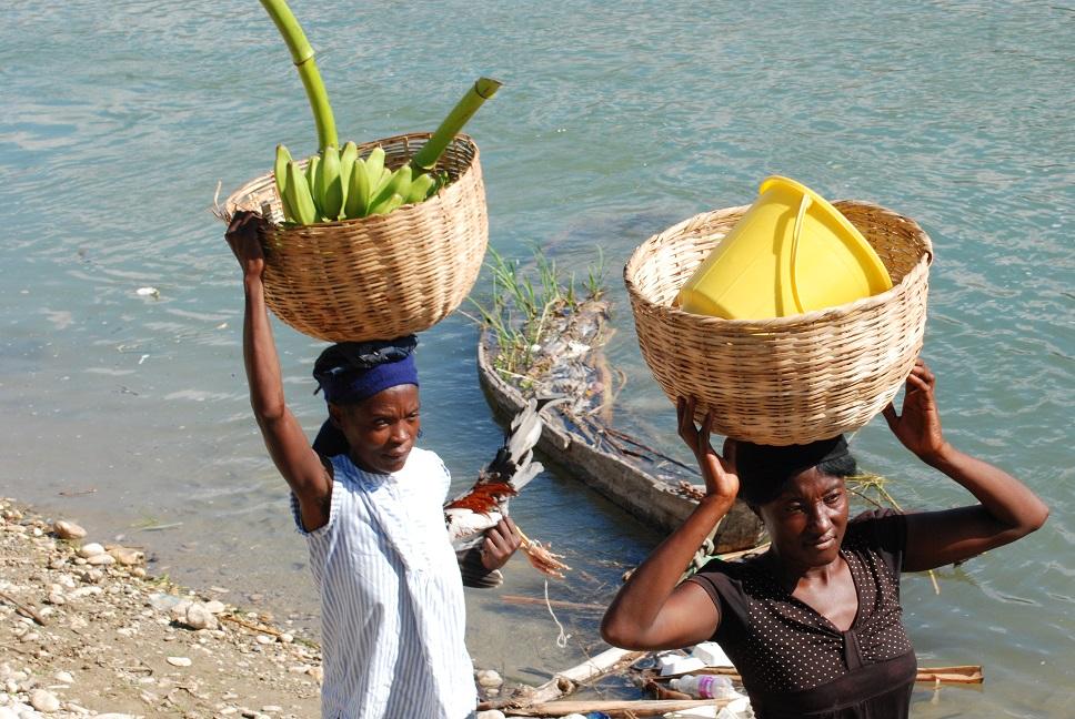 Haitian women after crossing Artibonite river